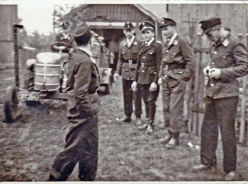 Eine der letzten Übungen im alten Gerätehaus v. l.: Rudi Unruh, Erwin Rübsamen, Helmut Deutsch, Heinz Goerke