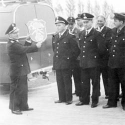 Übergabe des Löschfahrzeuges an die Mannschaft durch Ortsbrandmeister Rudolf Bernhardt