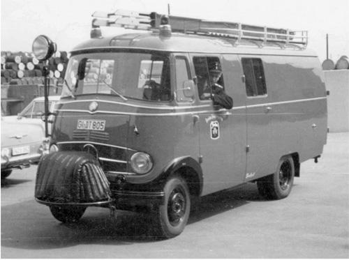 Das neue Löschfahrzeug – am Steuer Heinz Goerke